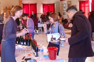 13 buyers and journalists Asian at Chateauneuf-du-Pape
