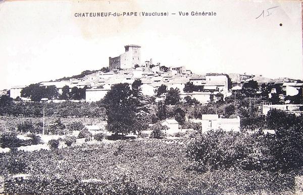 Vue générale du village de Châteauneuf-du-Pape