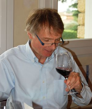 British journalist John Livingstone in Châteauneuf-du-Pape to taste the 2014 vintage